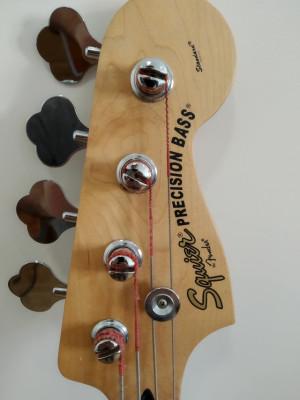 Bajo Squier Precision Bass