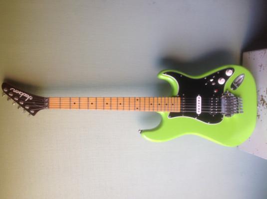 Guitarra eléctrica , tipo STRATOCASTER