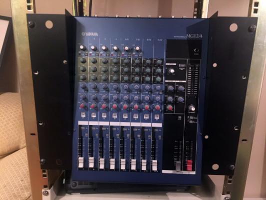Mesa de mezcla Yamaha MG 12/4