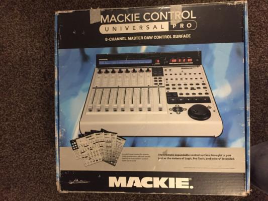 Controladora Mackie Universal Pro