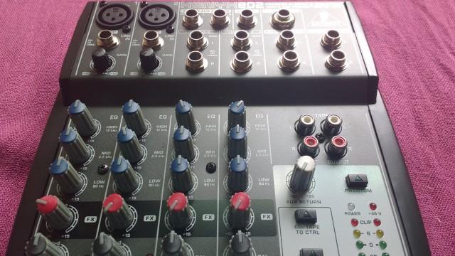 Mesa de mezclas Behringer Xenyx 802