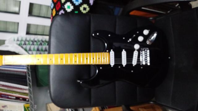 Guitarra Fender Stratocaster (Réplica)