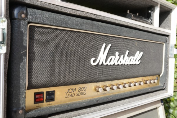 Marshall JCM 800 con Flight Case y pantalla Marshall 4x12