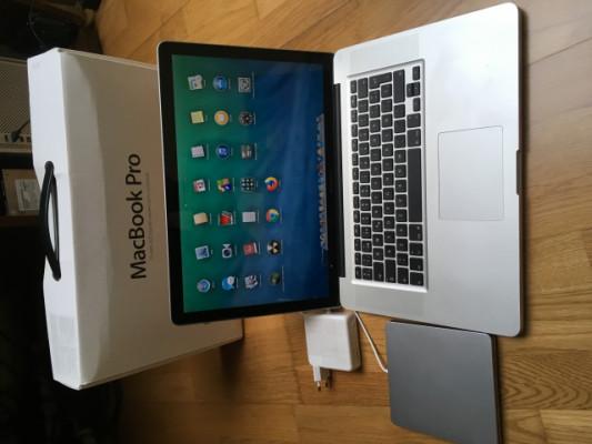 """macbook pro 15"""" i7 quad 2.0 ampliado (re-estreno)"""