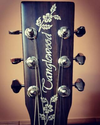 Guitarra electroacústica Tanglewood TW145-SS CE en color natural