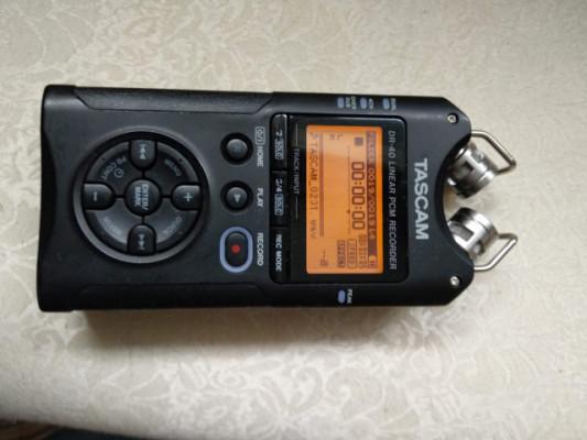 Tascam DR-40  Grabadora de mano de 4 pistas