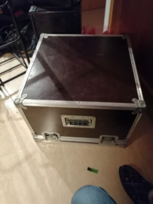 Flight case rack con soportes mesa