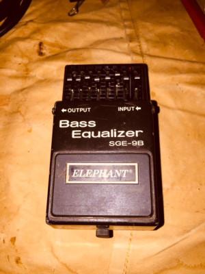 o Cambio Pedal Equalizer Bass SGE-9B
