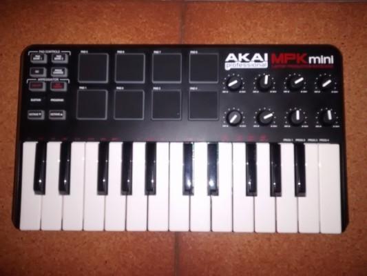 Teclado Controlador Akai MPK Mini