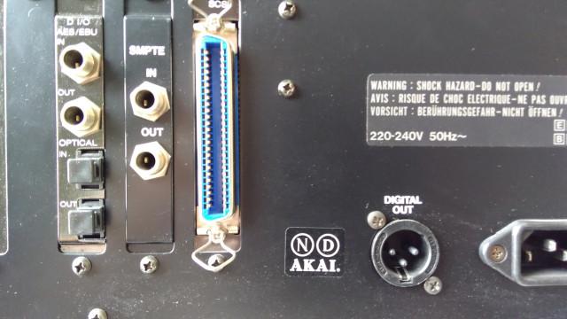 Sampler Akai S1100 v2.0 (librería en DAT y Disquette)