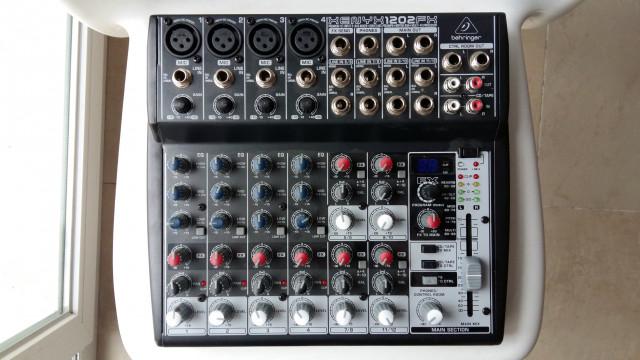 Mesa de mezclas Behringer Xenyx 1202 fx