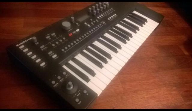 Sintetizador Elektron Analog keys
