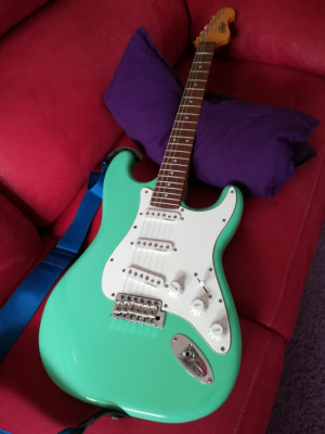 Guitarra marca Vintage stratocaster V6 surf green