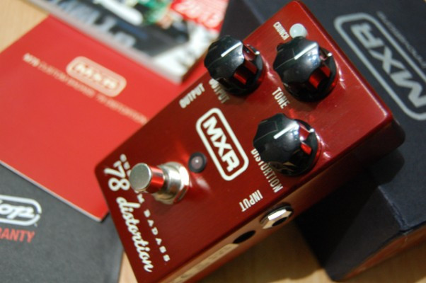 MXR 78 Custom Badass Distorsion (CAMBIOS)