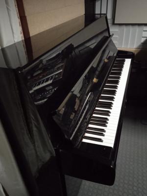 Piano Yamaha P116 made in Japan