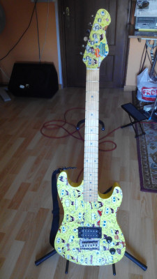 Guitarra de Bob Esponja tipo strat tamaño 7/8 ideal niños.