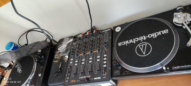 Toca discos Omnitronic DD-2520/Mesa Xone 43C/Toca Discos Audiotechnica LP120