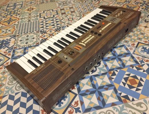 Sintetizador Casio 405