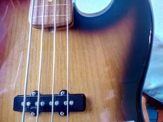 Vendo Fender fretless Jaco Pastorius