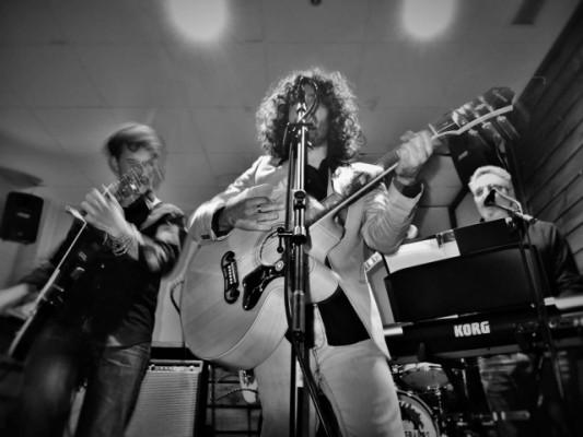 Los Desheredados Buscan Guitarrista
