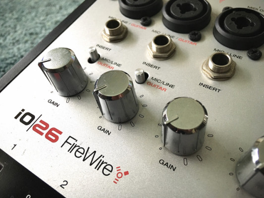 Tarjeta de audio Interfaz ALESIS iO26 Firewire