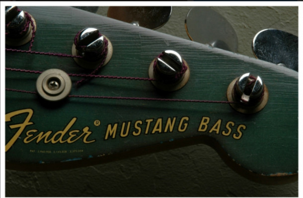 Bajo Fender Mustang USA o crafted in Japan