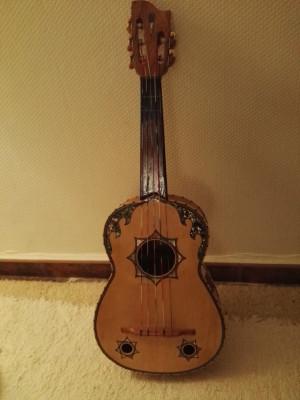 Guitarro Mejicano