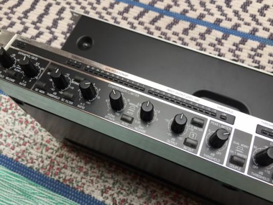 Behringer Composer Pro MDX2200 (compresores)