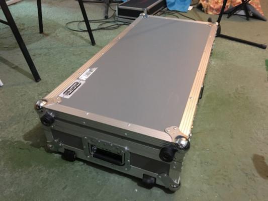 "Pedaltrain pro ( pedalboard + maleta ""fligthcase"")"
