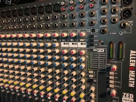 Mesa de mezclas Allen & Heath ZED-16FX