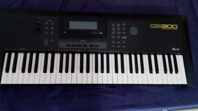 Teclado Yamaha QS300 workstation