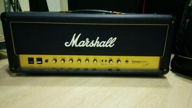 Marshall Vintage Modern 50W o cambio por strat.