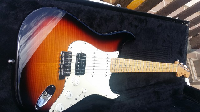 Fender 2011 Custom Deluxe Stratocaster with Flame Maple Top