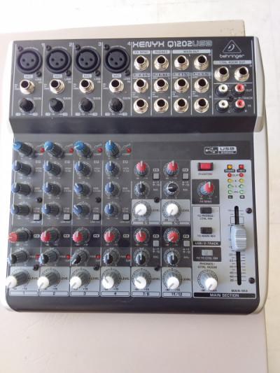 Tarjeta de Sonido BEHRINGER XENYX Q1202 USB
