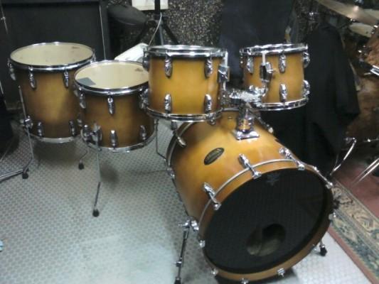 """batería acústica, maderas de arce, 20"""", 10"""", 12"""", 14"""", 16"""" + fundas blandas."""