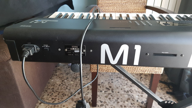 Vendo cambio korg m1