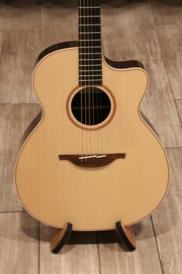 == LIQUIDACIÓN == Guitarra Acústica LOWDEN O32C NUEVA, GARANTÍA DE POR VIDA