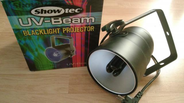 Foco con luz ultravioleta para fiestas Showtec UV-Beam. Esta impe