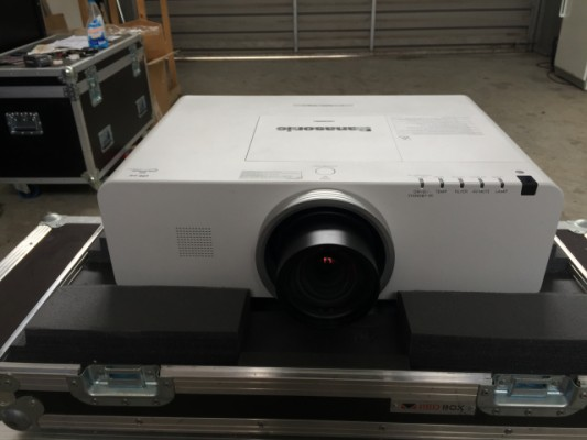 Proyector PANASONIC EX500 xga 5000lux + gran angular 1200€