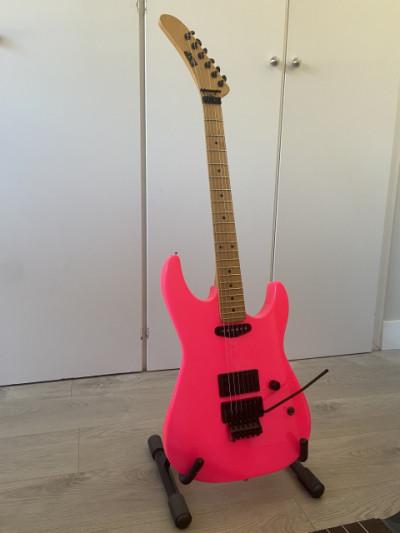 ESP Kamikaze Custom Shop Neón Pink