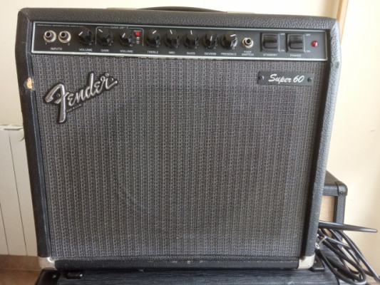 Fender Super 60 amplicador a válvulas.