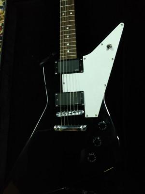 Harley Benton tipo Explorer + EMG 85-85