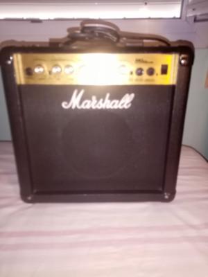Amplificador Marshall MG15 CDR como nuevo.