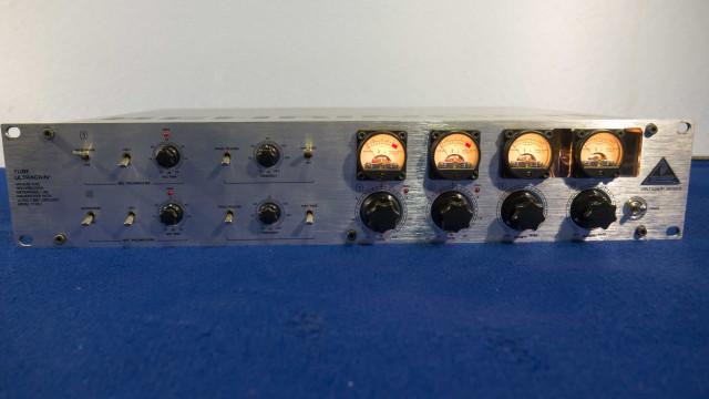 Previo BEHRINGER TUBE ULTRAGAIN T1953 Preamplificador a válvulas de 2 canales