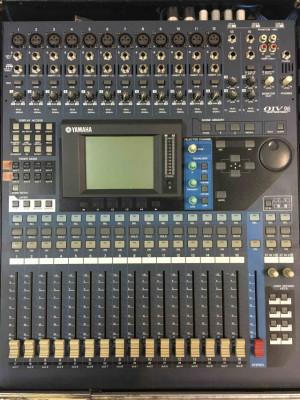Mesa de mezclas digital YAMAHA 01V96.