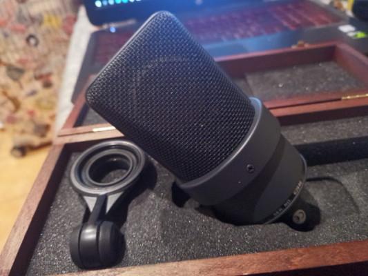 Micrófono Neumann TLM 103, impecable