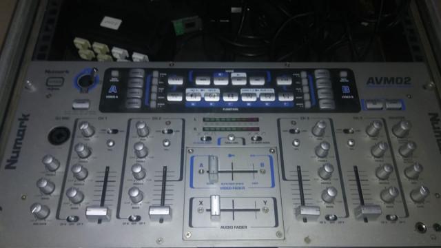 Rack + monitor + numark avm02