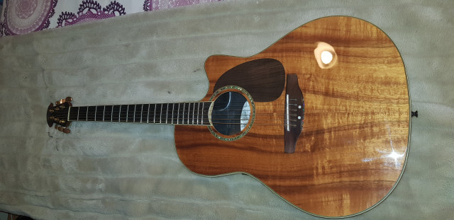 Guitarra Ovation Celebrity CC 22 Koa. RESERVADA
