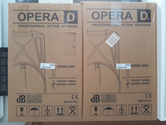 2 cajas activas DB Opera 208D + soportes König & Meyer 21459