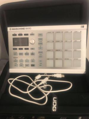 Maschine Mikro MK2 Blanca ( Native instruments ) + Funda UDG compatible